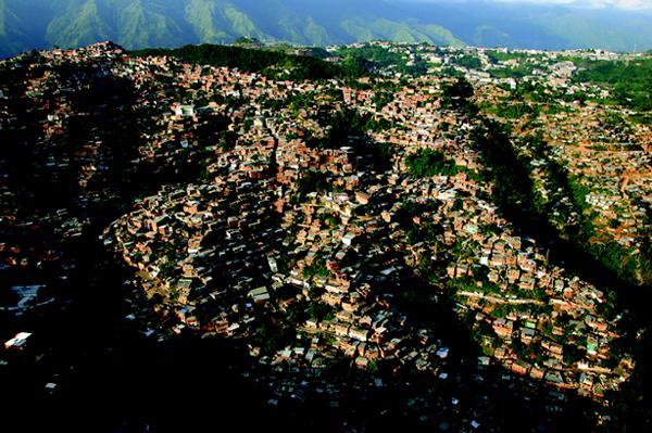 Rehabilitación de barrios marginales. Caracas Venezuela. El proyecto CAMEBA (Caracas Mejoramiento de Barrios) fueron macro proyectos urbanos realizados entre el Banco Mundial, UNPD (naciones Unidas Para el Desarrollo) y el estado venezolano.  Se centraban en solucionar problemas principalmente de infraestructuras y espacio público, dando a su vez lugar para las viviendas de sustitución y los edificios de equipamiento urbano.