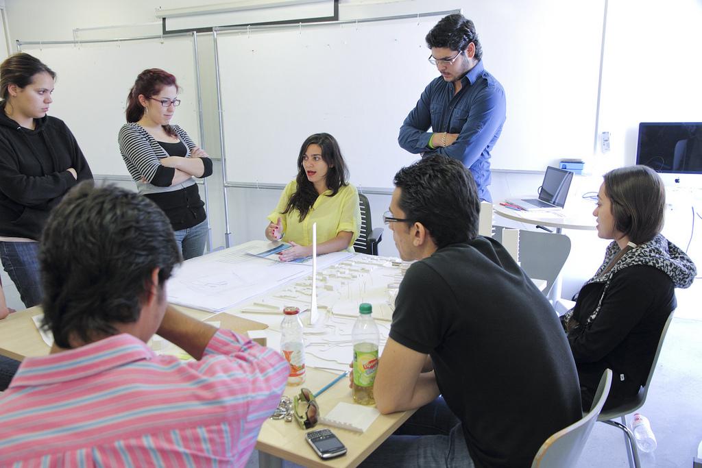 Sesiones de clases en el Centro de Estudios de Diseño de Monterrey. CEDIM.  Profesora invitada de diseño en las carreras de arquitectura y arquitectura de interiores .  feb - dic 2011